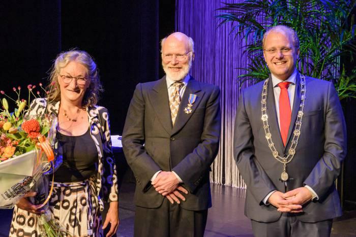 Klinisch chemicus ontving uit handen van burgemeester Bengevoord een koninklijke onderscheiding.